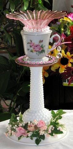 Trendy Ideas for garden art from junk glass flowers bird feeders Glass Garden Flowers, Glass Plate Flowers, Glass Garden Art, Flower Plates, Upcycled Crafts, Diy And Crafts, Broken Glass Art, Sea Glass Art, Stained Glass