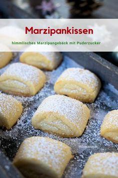 #Rezept für wunderschöne #Marzipankissen mit Puderzucker bestreut. Diese tolle Marzipangebäck backe ich jedes Jahr zu #Weihnachten, für mich die perfekten #Weihnachtsplätzchen.
