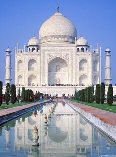 L'Inde des maharajahs - Escale au Taj Mahal, Inde (The Taj Mahal, India) Beautiful Places In The World, Beautiful Places To Visit, Wonderful Places, Taj Mahal, Places To Travel, Places To See, Voyager C'est Vivre, Amazing India, Indian Architecture