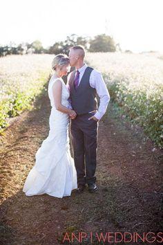 eugene wedding photographer, oregon wedding photographer, portland wedding photographer, rural wedding, posing ideas, bride and groom posing ideas, Anne Nunn Photographers