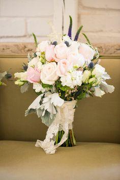 White and blush bouquet. Spring Barn Wedding - Bethaney Photography http://www.confettidaydreams.com/romantic-spring-barn-wedding/