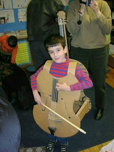 Cello Costume I need to make this for Aaron for Halloween one year. (This year he's going as Superman, naturally. Maybe next year he can be Super Cello Dude. Clever Costumes, Easy Halloween Costumes, Cute Costumes, Halloween Kostüm, Halloween Cosplay, Cosplay Costumes, Fancy Dress, Dress Up, Fantasias Halloween