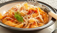 Italiaanse conchiglie met tomaten en venkelsaus - Culy.nl
