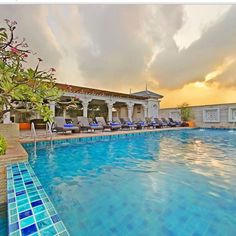 Check out the new 360 Panoramic view of our rooftop swimming pool. http://bangkokin360./virtualtour/chillaxresort/  #chillax #chillaxresort #chillaxhotel #chill #thailand #thailandhotel #accommodation #swimmingpool #sexy #khaosanroad #igthailand #instabangkok #Instathailand