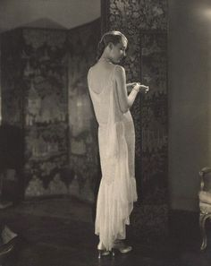 Steichen - Marion Morehouse wearing Chanel,1927.