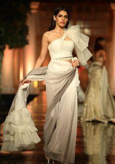 Indian Fashion Dresses, Indian Designer Outfits, Designer Dresses, Indian Gowns, Fashion Outfits, Manish Malhotra Collection, Stylish Sarees, Stylish Dresses, Stylish Outfits