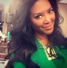 Kenya Moore gives update on the status of moving into Moore Manor! Deletes photo of her closet with Matt's shirt in it - #RHOA