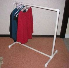 Build this pvc pipe clothes rack for dress up clothes, spray paint gold for a fancier look Pvc Pipe Crafts, Pvc Pipe Projects, Easy Projects, Top Fotografie, Yard Sale Organization, Organization Ideas, Pipe Clothes Rack, Cheap Clothes Rack, Rolling Clothes Rack