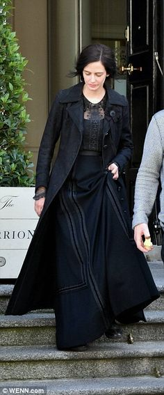 Eva Green oozes elegance while shooting Penny Dreadful in Ireland Stepping out: The actress, who plays heroine Vanessa Ives in the series, donne… Eva Green Penny Dreadful, Victorian Costume, 20th Century Fashion, Old Actress, Shades Of Black, Sensual, Costumes, Costume Ideas, Arizona Robbins