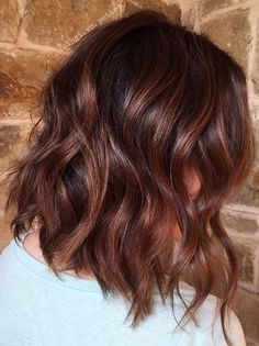 Best Winter Hair Color–Classy Brown Hair Shades To Try This Season – Page 9 Hair Color Auburn, Auburn Hair, Ombre Hair Color, Hair Color Balayage, Pelo Chocolate, Medium Hair Styles, Curly Hair Styles, Corte Y Color, Hair Shades