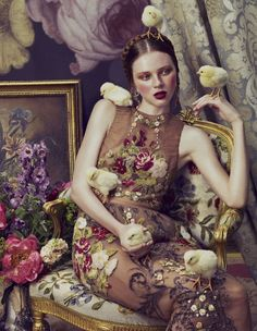 New trend Season One of the fall season's biggest trends, baroque style,gets spotlighted in this stunning photos by Andrew Yee. Baroque will be part in your wardrobe ? Foto Fashion, High Fashion, Womens Fashion, Style Fashion, Fashion Mag, Floral Fashion, Vogue Fashion, Fashion Shoot, Spring Fashion