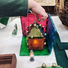 kindergarten loose parts christmas provocation learning provocations play based learning Laura King ( Learning Activities, Preschool Activities, Children Activities, Play Based Learning, Early Learning, Preschool Christmas, Christmas Themes, Block Area, Teacher Boards