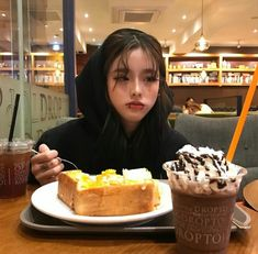 Find images and videos about girl, cute and kpop on We Heart It - the app to get lost in what you love. Ulzzang Korean Girl, Ulzzang Couple, Cute Korean Girl, Asian Girl, Ulzzang Short Hair, Korean Aesthetic, Bad Girl Aesthetic, Icon Girl, Mode Grunge