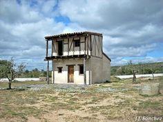 Casa típica serrana de La Vera. House Styles, Home Decor, Home, Francisco Pizarro, Parks, Projects, Homemade Home Decor, Decoration Home, Interior Decorating