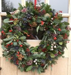 Christmas Door Wreaths, Christmas Front Doors, Christmas Flowers, Easter Wreaths, Christmas Wreaths, Christmas Holidays, Christmas Crafts, Christmas Home, Christmas Decorations For The Home