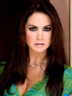 """Y en nuestro """"y medio"""" ¿Quien de los dos personajes de Lucero es mejor villana: Maria Paula o Barbara Greco?"""