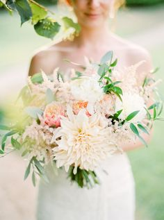 Peach + blush summer wedding bouquet: http://www.stylemepretty.com/2015/12/15/summer-blush-peach-wedding-in-portugal/ | Photography: Brancoprata - http://www.brancoprata.com/
