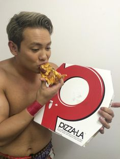 Leftover pizza from CHAOS's Buddy Christmas. Cute Japanese Boys, Kazuchika Okada, Leftover Pizza, Professional Wrestling, 4 Life, Queens, Champion, Rain, Twitter