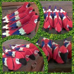 Araras vermelha em feltro