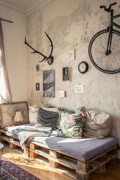 Das Palettensofa. Das DIY-Sofa. Super gemütlich und super individuell. Außerdem werden eine Menge Kosten gespart. #ideen #diy #sofa #paletten