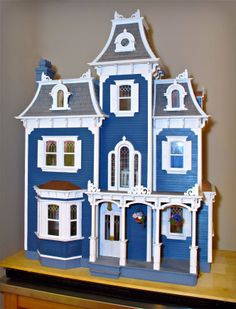 Greenleaf Dollhouse.  Beacon Hill.  Possible exterior colours?