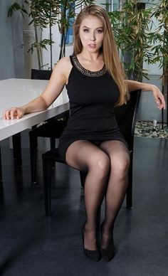 Nylons and pantyhose on lady's are so sexy .post wife photos from time to time New Hampshire U. Pantyhose Outfits, Black Pantyhose, Black Tights, Nylons, Pantyhose Heels, Beautiful Legs, Gorgeous Women, Sexy Outfits, Pantyhosed Legs