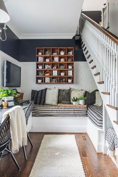 47 The Best Stairs Ideas To Interior Design Your Home Home Office Ideas Design Home Ideas Interior stairs Small Room Interior, Small Apartment Interior, Apartment Interior Design, Luxury Interior Design, Basement Apartment, Interior Stairs, Interior Colors, Apartment Ideas, Small House Design