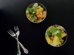 Denne opskrift på ceviche med laks, avocado og mango skal du prøve at lave til forret, næste gang du skal have gæster. Så enkel men så fuld af smag!