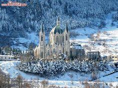 Castelpetroso (Molise): il borgo e il Santuario della Madonna addolorata | Da…