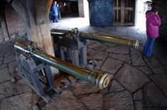 Les canons exposés sur le grand bastion du château du haut-koenigsbourg, armement typique d'un château médiéval. - © Jean-Luc Stadler