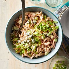 This creamy crowd-pleasing pasta salad features the tantalizing flavors of Buffalo chicken with a healthy dose of vegetables. Bring it to your next potluck or picnic, or whip it up for game day. Buffalo Chicken Pasta Salad, Chicken Pasta Salad Recipes, Easy Pasta Salad Recipe, Paleo Pasta, Pollo Buffalo, Pasta Casera, Cooking Chicken To Shred, Healthy Chicken, Cooking Recipes