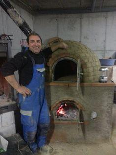 horno de barro con la la alimentación de fuego en la parte de abajo.