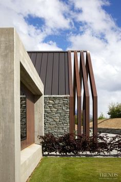 Country house by Lat Forty Five has symmetrical pods off central pavilion