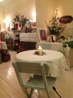 We are open for business! Our Vintage pop up shop and Christmas tearoom is awaiting your arrival.  Come and pay us a visit for a lovely Christmassy shopping experience.