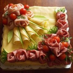Arrangieren Sie kalte Teller – Food Carving Ideas - My CMS Thanksgiving Appetizers, Appetizers For Party, Appetizer Recipes, Cheese Appetizers, Food Buffet, Food Platters, Meat Cheese Platters, Party Sandwiches, Finger Sandwiches