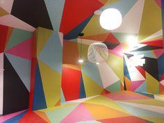 Colori pop e geometrie accompagnano le lampade @foscarinilamps #SaloneDelMobile #Fuorisalone2016 #MCaroundSaloni