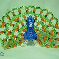 =O People can do such cool things with beads. Wire Crafts, Bead Crafts, Diy And Crafts, Arts And Crafts, Seed Bead Patterns, Beading Patterns, Peacock Crafts, Peacock Pictures, Music Flower