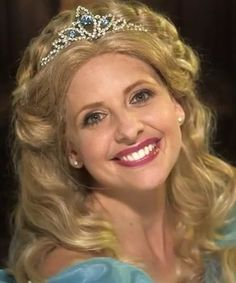 Sarah Michelle Gellar rapping as Cinderella is the best thing you'll see all weekend