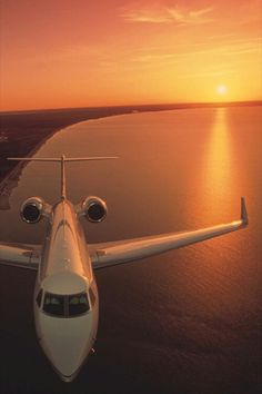 Are you interested in chartering a private jet? Over the past few years, the popularity of private jet charters has increased. Many travelers don't want to wait in long airport lines or deal with o… Jets Privés De Luxe, Luxury Jets, Avion Jet, Jet Privé, Private Plane, Private Jets, Private Pilot, Jet Plane, Luxury Travel