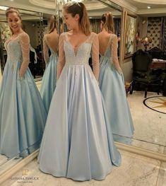 vestido de festa azul claro bordado com saia ampla