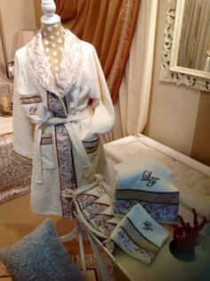 Completo in spugna realizzato con l'articolo Claudine della collezione Colette.   #Collezione #Colette #Tessuto #Claudine    #tessuti #tendeperlacasa #interiordesign #textiles #cta  www.ctasrl.com