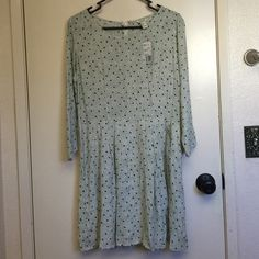 Babydoll dress White with black pattern. 3/4 sleeve. Cinched at the waist. Never worn Forever 21 Dresses