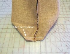 Burlap Tote Bag...this is what I want, burlap on bottom, checkered fabric on upper half, and burlap handles...?