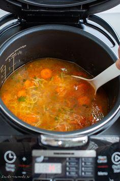 Supă de găină cu roșii și fidea pregătită la multicooker, o supă bogată și consistentă. Multicooker, Instant Pot, Foodies, Curry, Soup, Drink, Cooking, Ethnic Recipes, Soda
