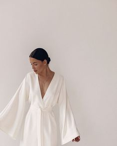 Simple white dresses are so sexy Insta Store, Look Dark, Foto Casual, Mode Inspiration, Look Fashion, White Fashion, Woman Fashion, Neue Trends, Minimalist Fashion