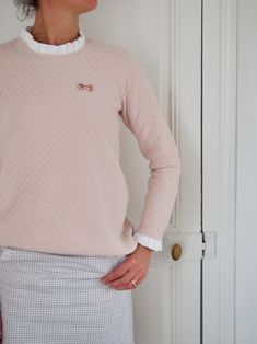 Fashion clothes 763923155519453030 - Sweat Louison rose nude cousu par Celestine et Cie Source by louisemagazine Skirt Fashion, Diy Fashion, Diy Clothes, Clothes For Women, Sewing Shirts, Creation Couture, Couture Sewing, Couture Tops, Blouse Patterns