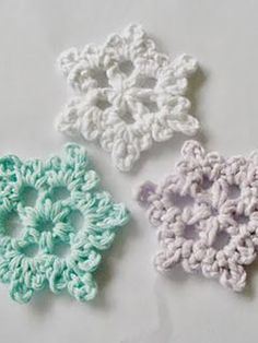 easy crochet snowflake pattern | crochet patterns for beginners, see more at http://diyready.com/17-amazing-crochet-patterns-for-beginners