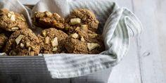 Μαλακά μπισκότα βρώμης με μήλο και κανέλα - Images Bread Cake, Sweet Recipes, Cupcake Cakes, Cereal, Sweet Tooth, Oatmeal, Breakfast, Food, The Oatmeal