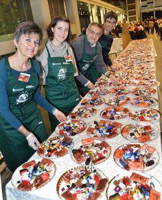 Clara Vada Padovani, Alice Padovani, Gigi Padovani e Diego Perino al tavolo del cioccolato: sono stati offerti circa 70 kg di praline, gianduiotti, cri-cri, torroncini artigianali torinesi
