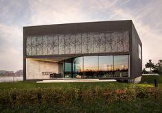 Black Box auf der Insel - Einfamilienhaus bei Amsterdam von Studio Nine Dots